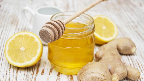 Không nên uống thuốc cùng với mật ong