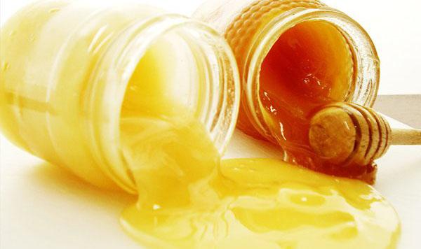 Mật ong sẽ tan hoàn toàn trong sữa ong chúa nguyên chất