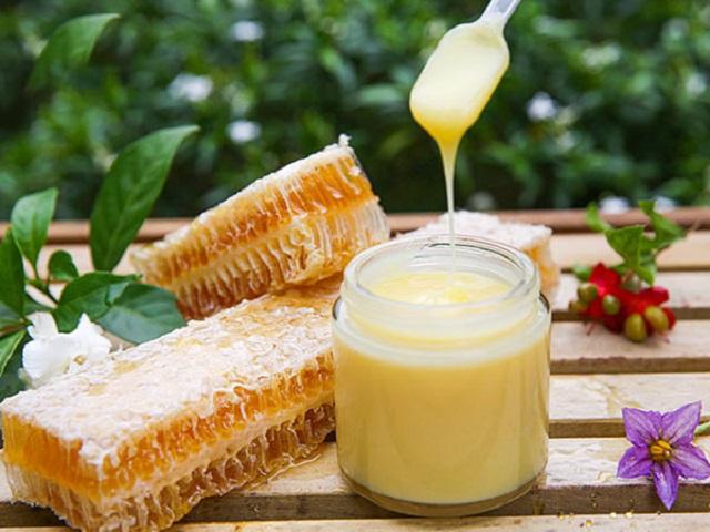 sữa ong chúa đắp mặt