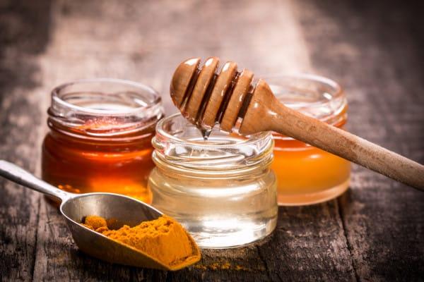 Mật ong và tinh bột nghệ giúp thon dáng, đẹp da