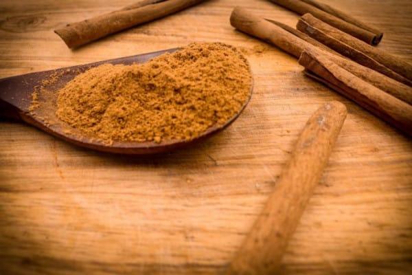 Trị mụn bằng mật ong nguyên chất và bột quế