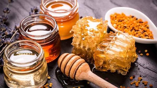 Cách trị mụn với mật ong và nghệ