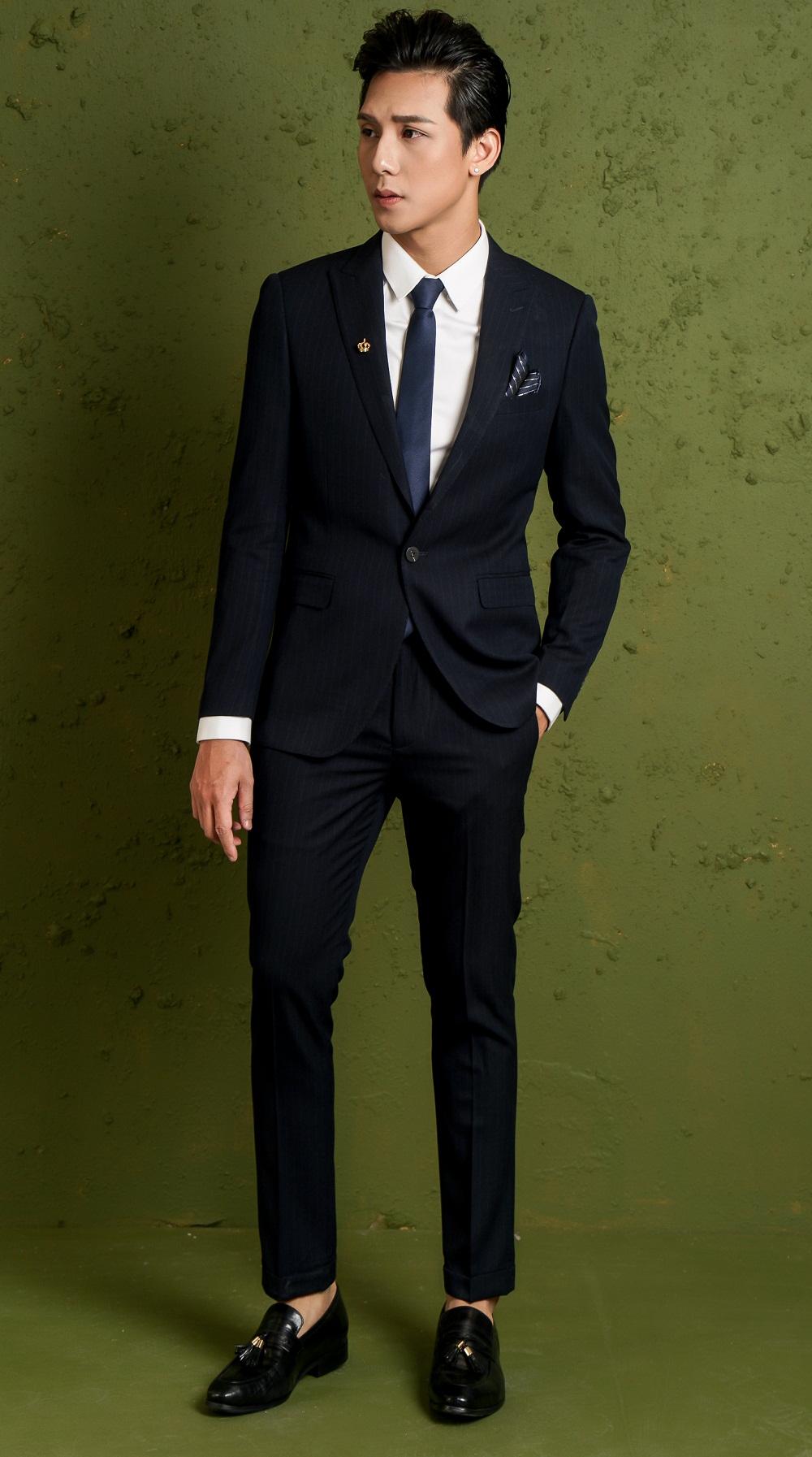 Đến với shop, bạn có thể sử hữu cho mình những bộ vest nam đẹp