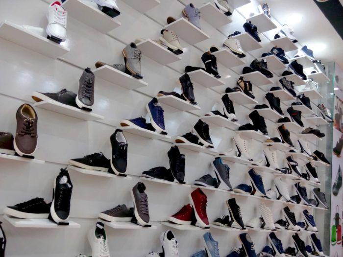 Lạ Sneakers luôn mang tới những mẫu giày nam xuất khẩu với mẫu mã đa dạng