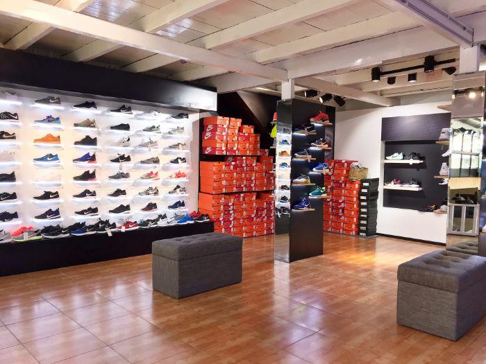 YaMe Shop chuyên sản xuất và kinh doanh các mặt hàng quần áo, giày dép