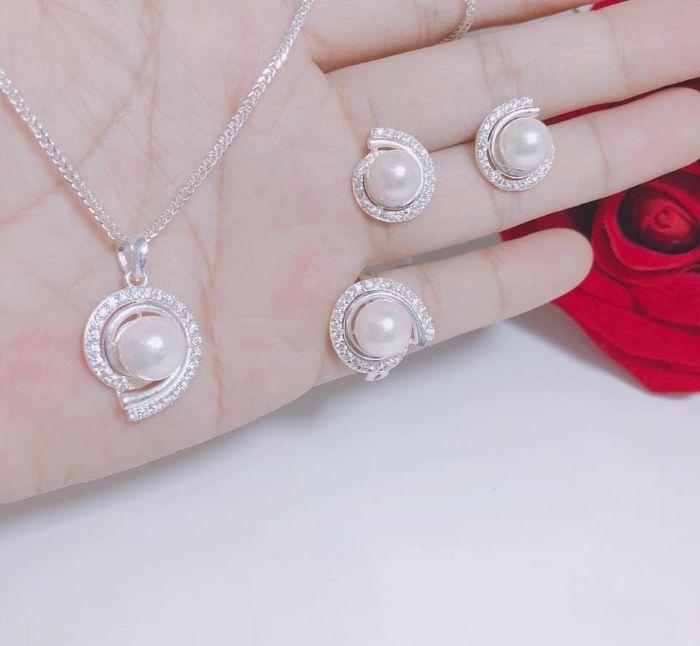 Các sản phẩm của Neora Jewels có độ sắc nét và tinh xảo được chế tạo theo quy trình nghiêm ngặt về thiết kế