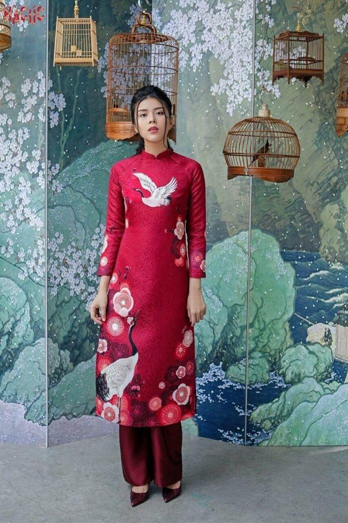 Áo dài với chất liệu gấm dường như không còn xa lạ với người phụ nữ Việt Nam