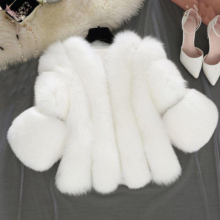 Áo khoác lông được xem là một trong 8 loại áo khoác thông dụng nhất hiện nay