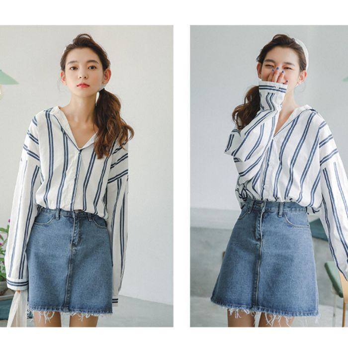 Các loại áo sơ mi nữ kẻ ngang hay sọc dọc cũng là một trong 8 loại áo sơ mi