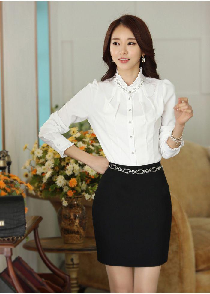 Áo sơ mi công sở cũng là một trong 8 loại áo sơ mi đang được các cô nàng yêu thích