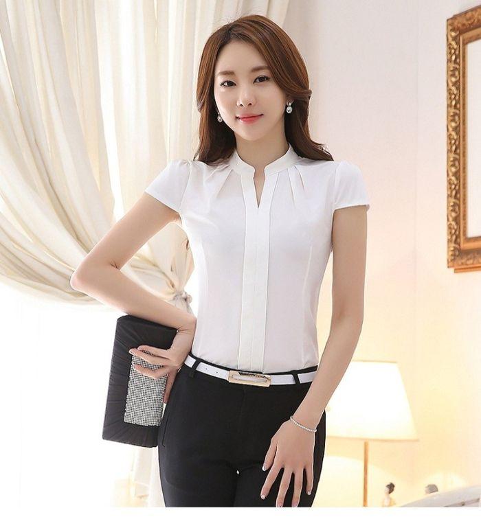 Áo kiểu này thường có các màu sắc cơ bản một màu hoặc may một số chi tiết nhất định theo yêu cầu của khách hàng