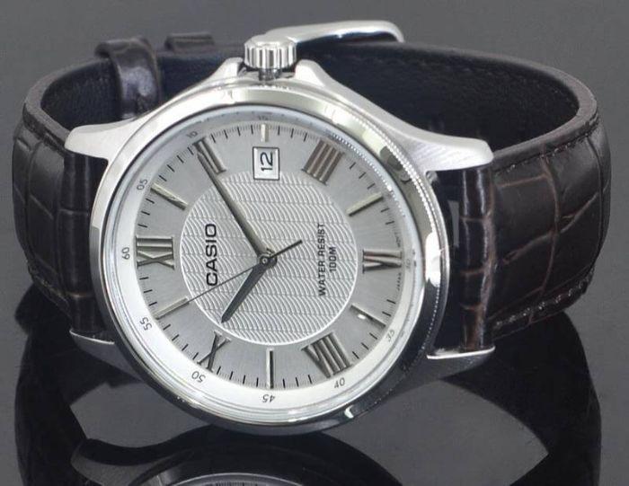 Đồng hồ Hải Triều là một trong các cửa hàng kinh doanh đồng hồ chính hãng sở hữu không gian rộng rãi