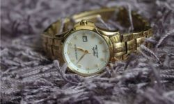 Nếu bạn đang băn khoăn không biết nên mua đồng hồ đeo tay chính hãng