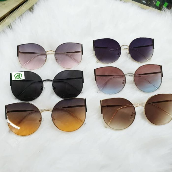 Cửa hàng mắt kính i-Megane là shop kính mắt mang phong cách Nhật Bản