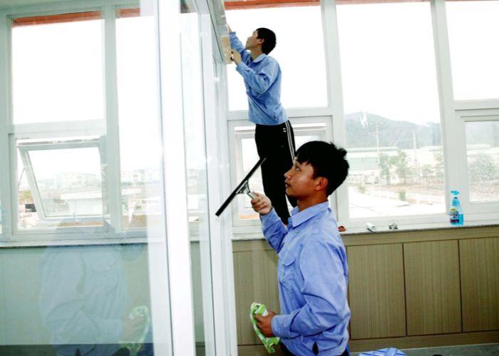 Một trong 8 dịch vụ vệ sinh nhà cửa uy tín được nhiều gia đình lựa chọn đó là Vệ sinh Nhà đẹp