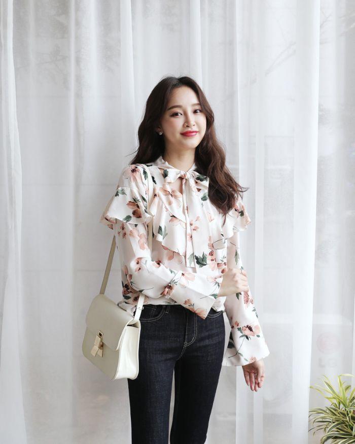 Một trong 8 loại áo cho nữ sang trong là kiểu áo sơ mi dài tay