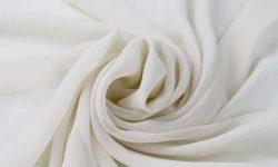 Voan được tạo ra bằng cách dệt các sợi bằng cách sử dụng phương pháp xen kẽ
