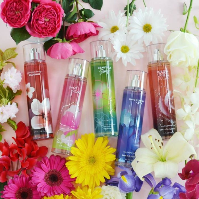 Xịt thơm toàn thân này mang đến mùi hương ngọt ngào với sự kết hợp của hương hoa mẫu đơn hồng