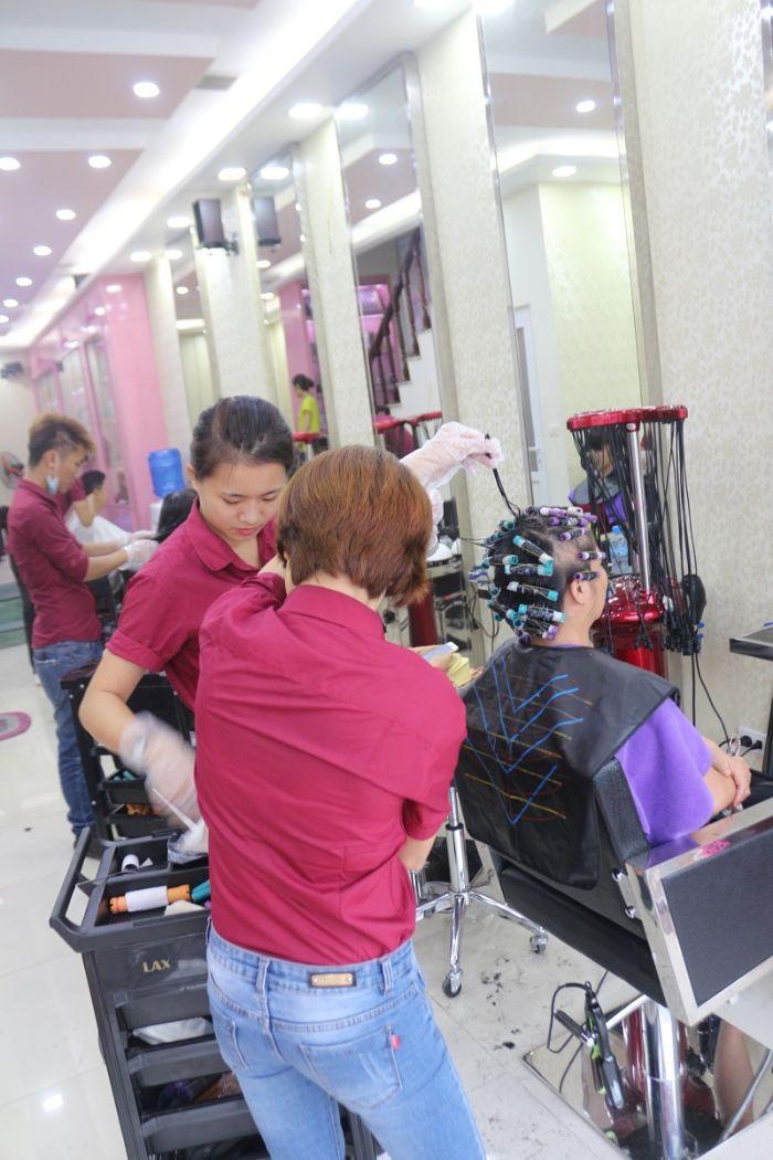 Đặc biệt, khâu làm việc và tư vấn chuyên nghiệp của salon luôn được nhiều khách hàng nhận xét tích cực