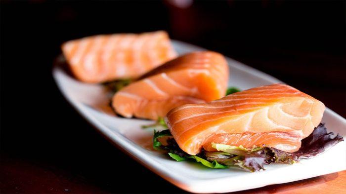 Cá hồi chính là nguồn cung cấp axit béo omega3 DHA và EPA dành cho người tiểu đường