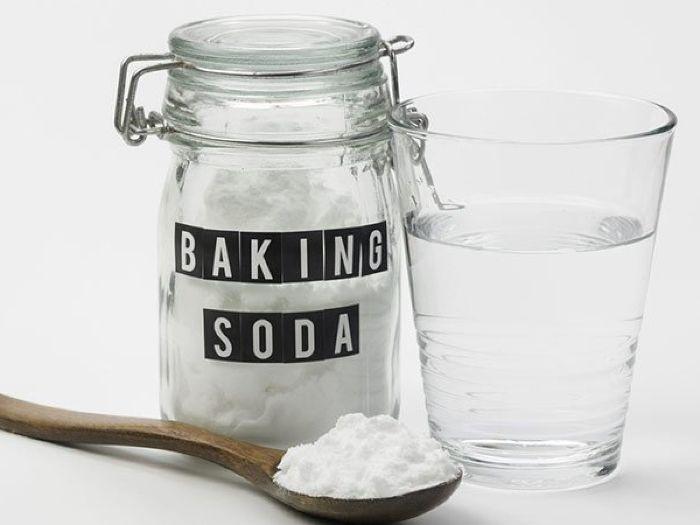 Baking soda giúp khoang miệng thơm mát đồng thời loại bỏ những vi khuẩn có hại.