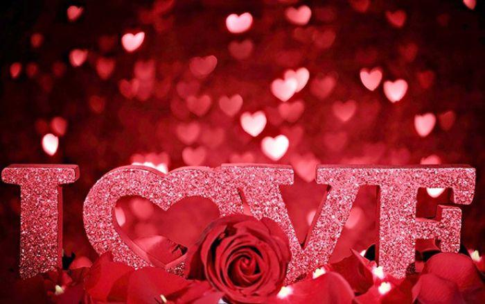 Tại Việt Nam, ngày Valentine 14/2 cho dù là con gái, con trai đều sẽ tặng quà cho nhau