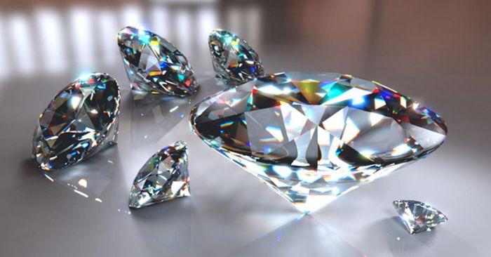 Kim cương là loại đá quý trang sức hoàn hảo nhất trong tự nhiên
