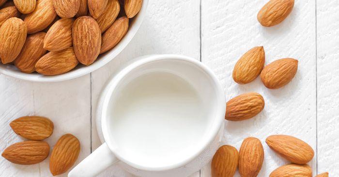Hạnh nhân là thực phẩm giàu vitamin E và đồng giúp tóc khỏe và đen mượt trở lại