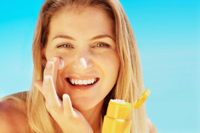 Bạn cần phải làm sạch da trước khi dùng kem chống nắng