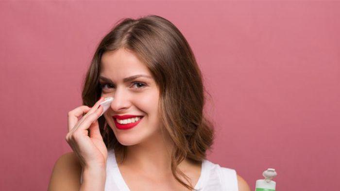 Trong nước hoa hồng chứa rất nhiều vitamin A, vitamin C cùng nhiều loại dưỡng chất