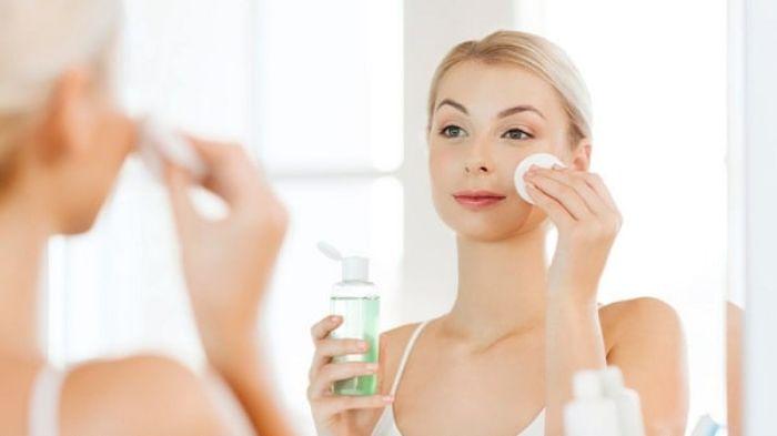 Để nước hoa hồng giúp cải thiện làn da, bạn cần thực hiện đúng cách