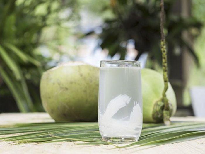 Dừa là một trong nhiều loại nước uống giải khát thông dụng ở nước ta hiện nay