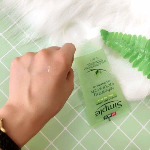 sữa rửa mặt Simple Kind To Skin Refreshing Facial Wash