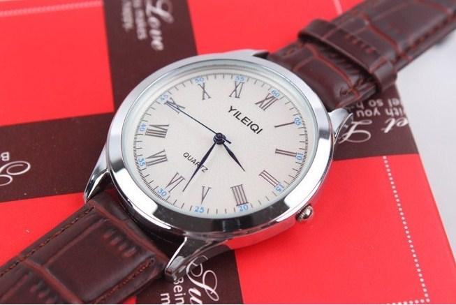 Đồng hồ YILEIQI có mức giá hết sức phải chăng, phù hợp với túi tiền của các bạn trẻ.