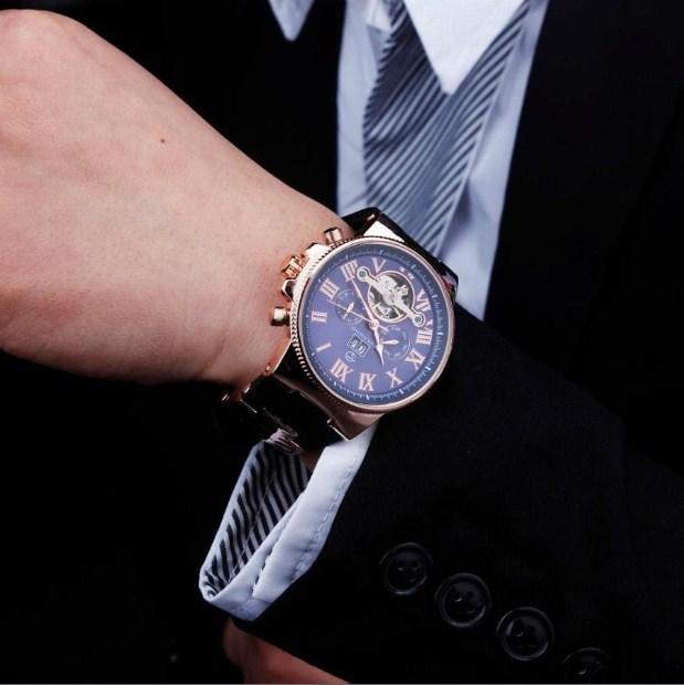 Đồng hồ Forsining là món phụ kiện không thể thiếu cho bộ đồ thêm cuốn hút