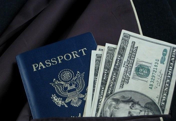 Tiền mặt và giấy tờ tùy thân
